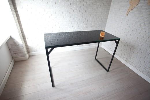 Стол «Гласстоп»